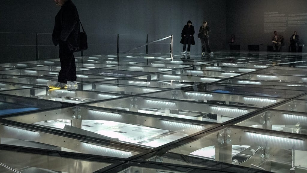 GLASS FLOOR SYSTEM USED ON THE MORPHOSIS-DESIGNED CENTRE POMPIDOU EXHIBITION IN PARIS.