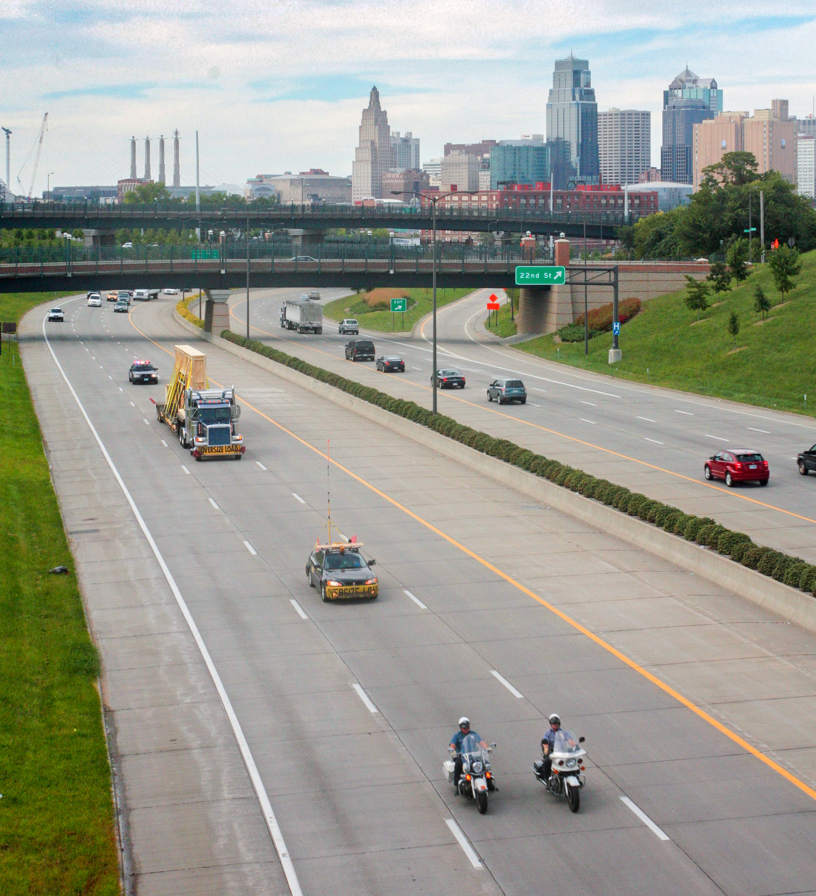 KCPD Officers escort the Memorial to Kansas City limits.