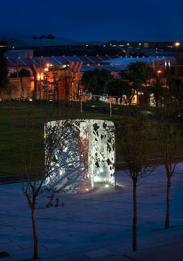 Jan Hendrix sculpture at night.