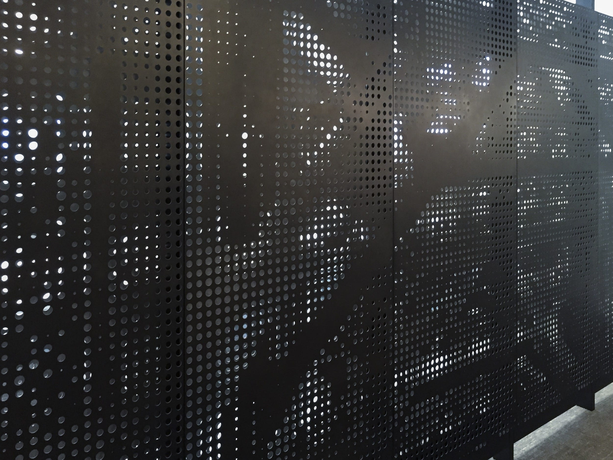 Screens and wall panels in painted aluminum for the Twitter corporate office in San Francisco.